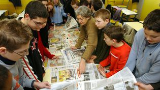 Des collégiens s'inspirent de la presse écrite pour créer leur propre journal. (MAXPPP)
