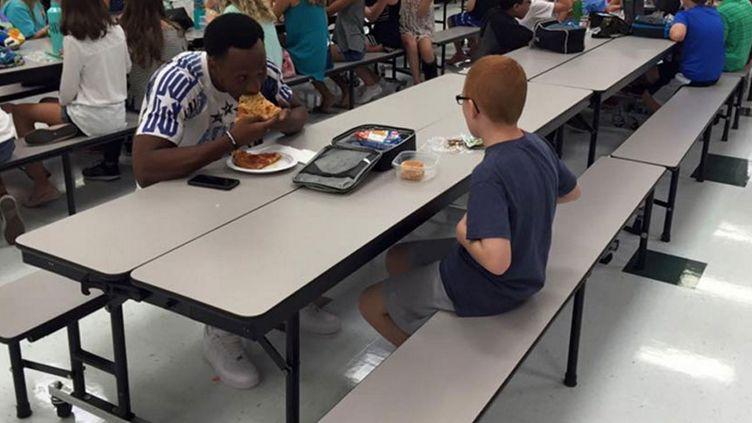 Le joueur américain Travis Rudolph déjeune avec Bo Paske