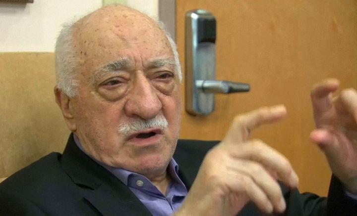Sur cette photo, Fethullah Gülen, dans son bureau à Saylorsburg, en Pennsylvanie, aux Etats-Unis, le 16 juillet 2016. Il est exilé dans le pays depuis 1999. (REUTERS / Greg Savoy / Reuters TV)
