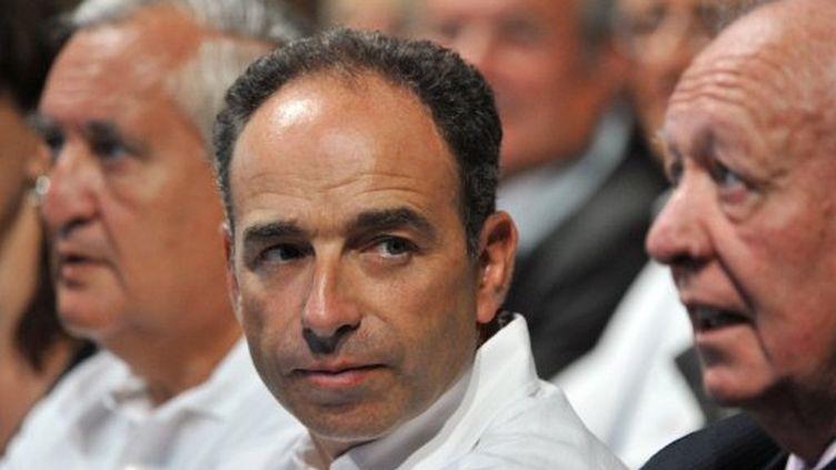Le secrétaire général de l'UMP, J.-F. Copé (à gauche), et le patron des sénateurs UMP, J.-C. Gaudin (à droite), s'inquiètent du nombre de listes dissidentes pour la majorité. (AFP - GERARD JULIEN)