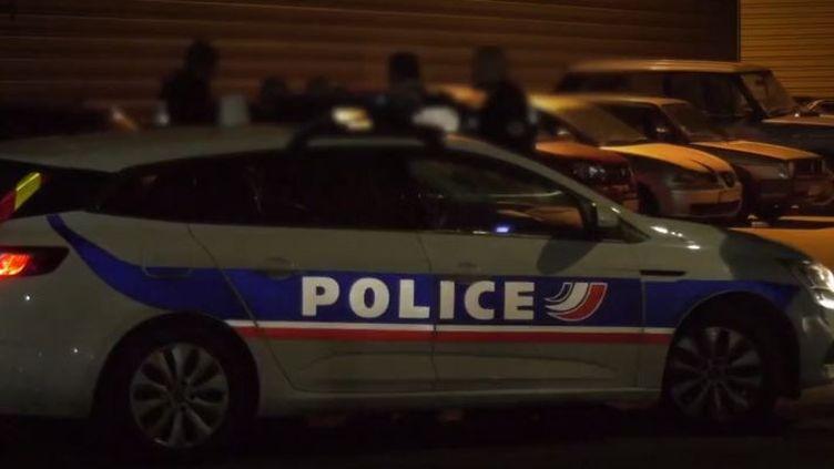 Val-d'Oise : deux policiers ont été violemment attaqués lors d'une mission de surveillance (FRANCEINFO)