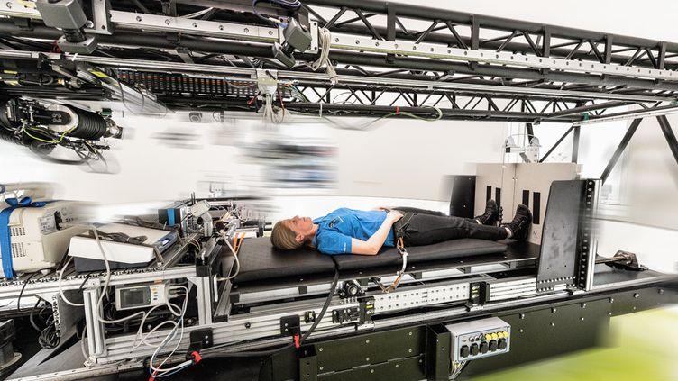 Depuis le 26 mars 2019, la Nasa, l'Agence spatiale européenne et le Centre allemand de l'aéronautique et l'astronautique mènent une expérience pour mesurer les effets de la gravité sur le corps. (DLR)