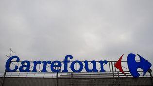 Un magasin Carrefour à Saint-Herblain (Loire-Atlantique), le 13 janvier 2021. (LOIC VENANCE / AFP)