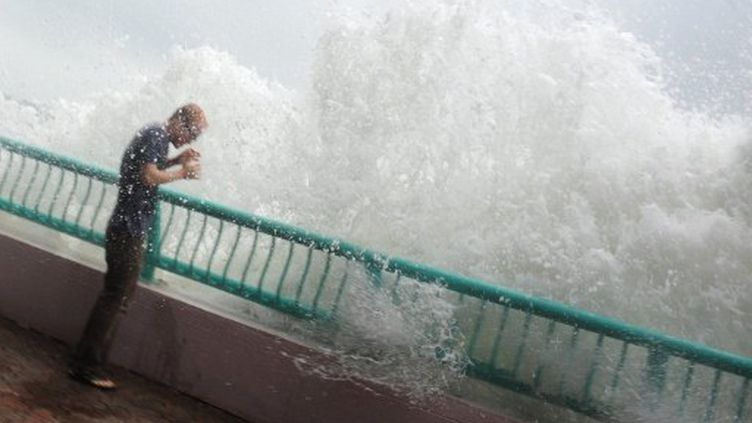 Le typhon nesat a frappé Hong Kong le 29 septembre 2011. (RICHARD A. BROOKS / AFP)