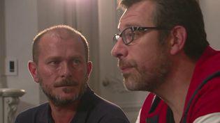 À l'occasion de la Journée européenne du don d'organes samedi 12 octobre, France 2 a suivi deux amis qui ont vécu cette expérience de vie intime. (France 2)