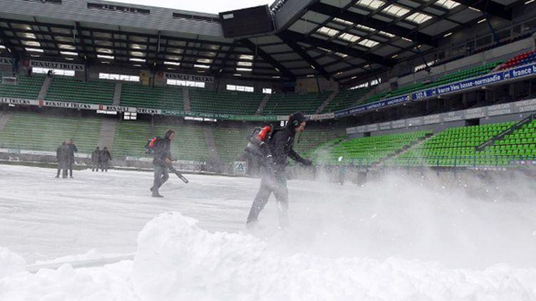 Le Stade Michel d'Ornano enneigé (KENZO TRIBOUILLARD / AFP)
