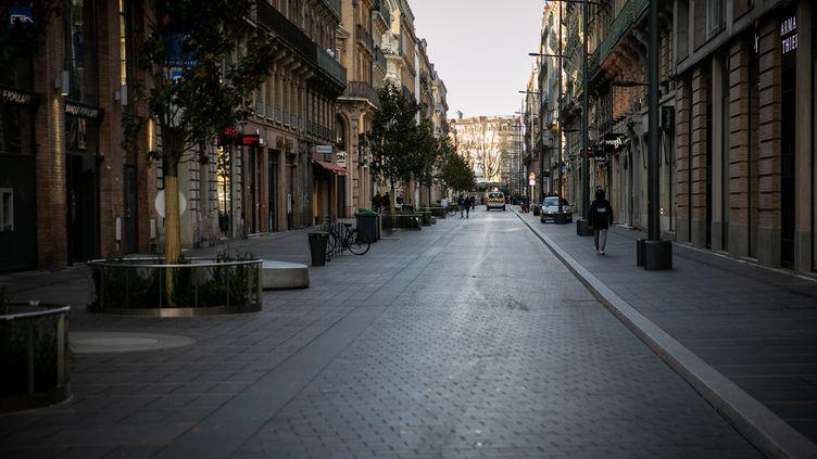 C'est jour de vote à Toulouse, où les rues sont vides. (PABLO TUPIN / HANS LUCAS / AFP)