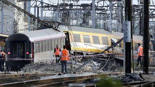 La catastrophe ferroviaire de Brétigny-sur-Orge (Essonne), le 12 juillet 2013, a fait sept morts et plusieurs dizaines de blessés. (KENZO TRIBOUILLARD / AFP)