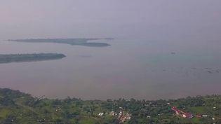 Le poumon de l'Afrique de l'Est, le lac Victoria,victime de nombreux fléaux,est en danger. Pour lui porter secours, la jeunesse se mobilise. (Capture d'écran France 2)
