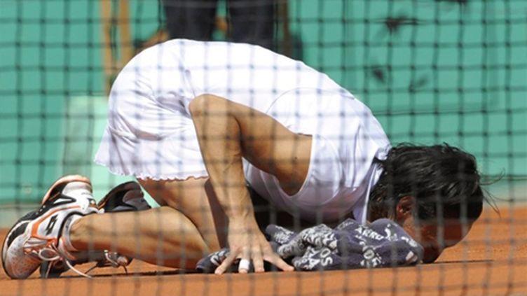 Francesca Schiavone embrasse la terre-battue parisienne qui lui ouvre les portes de la finale