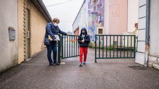 """""""C'est un grand mot de dire qu'ils sont dépressifs mais ils sont déprimés"""", confie Anne, dont les enfants ne vont à l'école que deux jours par semaine. (JEAN-FRANÇOIS FERNANDEZ / FRANCE-BLEU BESANÇON)"""