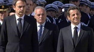 MM. Sarkozy et Zapatero mardi à Melun aux obsèques du policier français tué par un militant présumé de l'ETA. (F3)