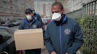 En pleine crise du coronavirus, certaines personnes éprouvent des difficultés dans leur vie quotidienne. À Bondy (Seine-Saint-Denis), l'association Banlieues Santé tente d'aller au contact de ses habitants. (France 3)