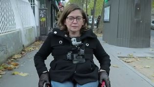 Le taux de chômage atteint 8,6% de la population française, mais il monte à 18% pour les travailleurs handicapés. À l'occasion de la semaine européenne pour l'emploi des personnes handicapées, France 2 a suivi le quotidien d'une salariée en fauteuil roulant. (FRANCE 2)