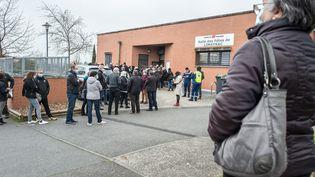 Une opération de vaccination est organisée à Toulouse, le 7 mars 2021. (FREDERIC SCHEIBER / HANS LUCAS / AFP)