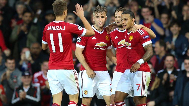Les joueurs de Manchester United félicitent Memphis Depay, auteur d'un doublé contre Bruges. (BRUNO FAHY / BELGA MAG)