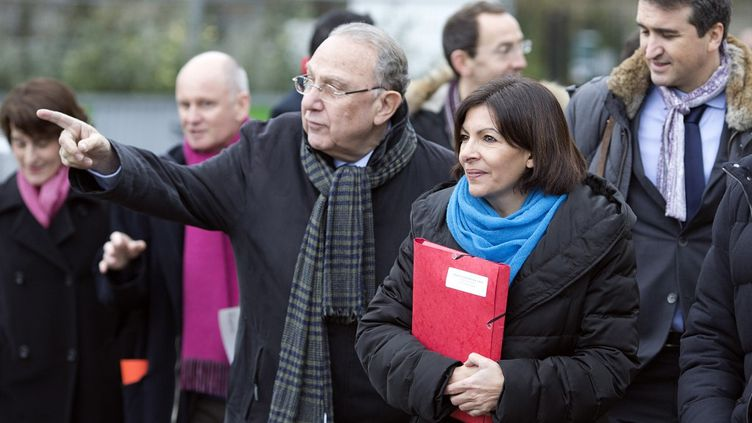 La maire socialiste Anne Hidalgo avec Pierre Aidenbaum le 19 février 2014 à Paris. (JOEL SAGET / AFP)