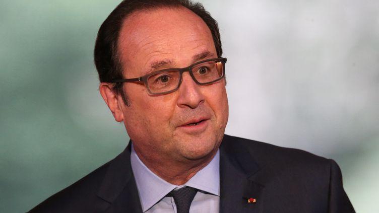 Le président de la République, François Hollande, le 6 avril 2016, au palais de l'Elysée à Paris. (CHARLES PLATIAU / AFP)