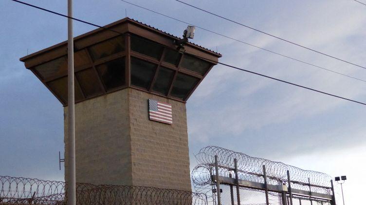 Laporte principale de la prison, sur la base navale américaine de Guantanamo, à Cuba, le16 octobre 2018. (SYLVIE LANTEAUME / AFP)