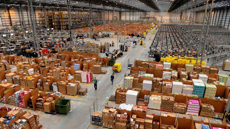 Le centre de distribution d'Amazon à Peterborough, dans le centre de l'Angleterre, le 28 novembre 2013. (ANDREW YATES / AFP)
