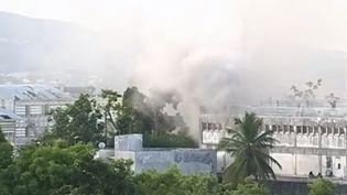 Le centre hospitalier de Pointe-à-Pitre a dû être évacué après qu'un incendie s'y est déclaré mardi 28 novembre. (FRANCE 2)