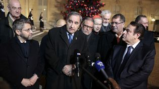 Plusieurs représentants de cultes français à la sortie de l'Elysée, le 5 janvier 2017 à Paris. (GEOFFROY VAN DER HASSELT / AFP)