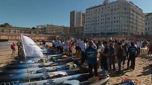 Alors que l'été approche à Marseille (Bouches-du-Rhône), des dizaines de personnes se sont lancées dans une course en kayak au ramassage des déchets près du littoral pollué. (FRANCE 3)
