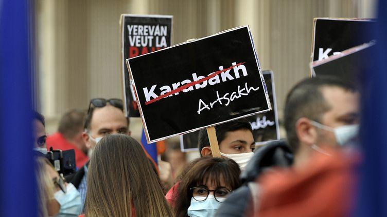 Rassemblement d'Arméniens devant le consulat de Turquie, àLyon, le 8 octobre 2020 (illustration). (MAXIME JEGAT / MAXPPP)