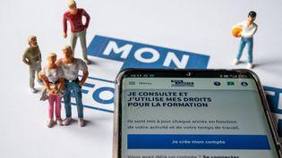 """Le transfert des droits à la formation (DIF) sur son compte personnel de formation (CPF) est encore possible """"jusqu'au début de la semaine prochaine"""", a précisé la Caisse des dépôts vendredi 2 juillet. (RICCARDO MILANI / HANS LUCAS / AFP)"""