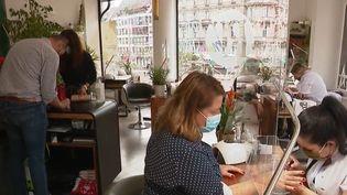 Salon de beauté. (CAPTURE ECRAN FRANCE 2)