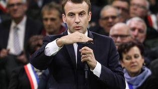 Le chef de l'Etat Emmanuel Macron prend la parole dans le gymnasede la petite commune de Grand Bourgtheroulde (Eure), le 15 janvier 2019,devant 600 maires normands. (LUDOVIC MARIN / AFP)