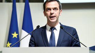 Le ministre de la Santé, Olivier Véran lors d'une conférence de presse, à Paris, le 6 mars 2020. (BERTRAND GUAY / AFP)