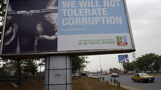 Affiche d'une campagne contre la corruption à Lagos (PIUS UTOMI EKPEI / AFP)