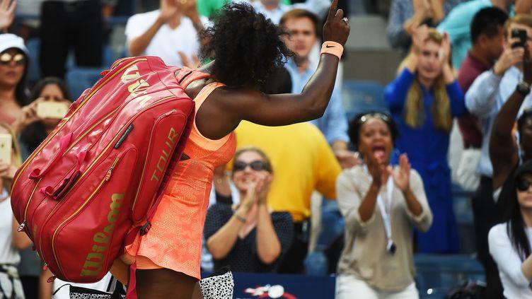 Serena Williams tête basse après sa défaite en demi-finale de l'US Open (JEWEL SAMAD / AFP)