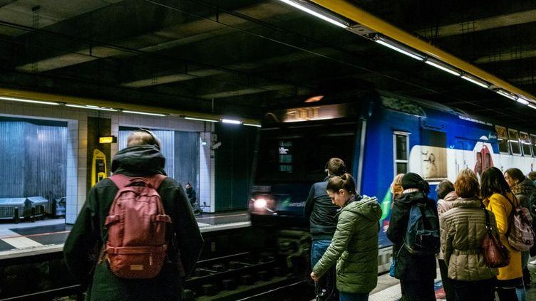 Un quai de la gare Saint-Lazare à Paris le 14 janvier 2020. (MATHIEU MENARD / HANS LUCAS / AFP)