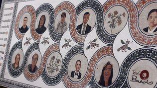Un mémorial en mosaïques pour les victimes de l'attentat du Bardo du 18 mars 2015, a été présenté un an plus tard lors d'une cérémonie  (CitizenSide / Mahmoud Ben Moussa / AFP)