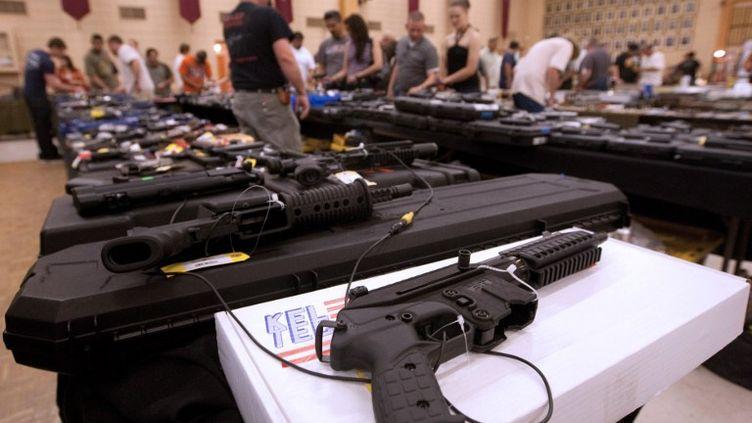 Une foire aux armes à El Paso, au Texas (Etats-Unis), le 13 mars 2011. ( AFP)