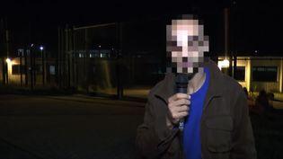 Capture d'écran d'une vidéo YouTube dans laquelle apparaît Fayçal Cheffou, soupçonné d'être, pendant un temps, le troisième homme du commando de l'aéroport de Bruxelles (Belgique). (YOUTUBE / AFP)