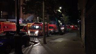 Les pompiers interviennent sur l'incendie dans un Ehpad du 16e arrondissement de Paris, le 15 septembre 2019. (FRANCE TELEVISIONS)