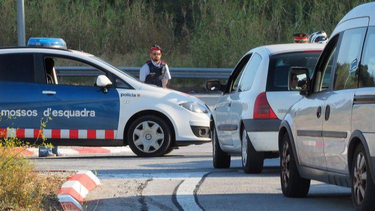 Les contrôles ont été renforcés à la frontière entre la France et l'Espagne, ici à La Jonquera vendredi 18 août 2017. (RAYMOND ROIG / AFP)