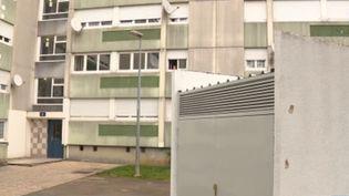 À Besançon (Doubs), une fusillade a éclaté dans la soirée du jeudi 26 décembre. Trois personnes ont été blessées par balles et les auteurs des tirs sont toujours recherchés. (France 3)