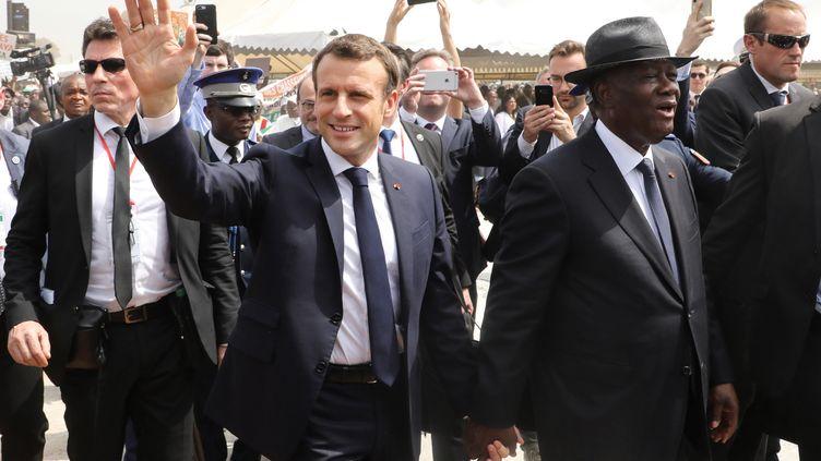 Le président français, Emmanuel Macron, avec son homologue ivoirien,Alassane Ouattara,àBouaké (Côte-d'Ivoire), le 22 décembre 2019. (LUDOVIC MARIN / AFP)
