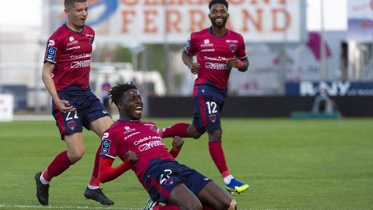 Mohamed Bayo, meilleur buteur de Ligue 2, célèbre l'un de ses 21 buts en championnat contre Sochaux, le 8 mai 2021. (THIERRY ZOCCOLAN / AFP)