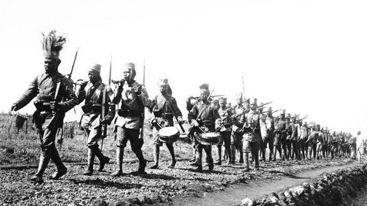 Des Askaris, troupes autochtones. Avec pas plus de 7000 hommes, les Allemands ont résisté quatre ans en Afrique, sans jamais perdre une bataille. (Bundesarchiv Bild 105-DOA3133)