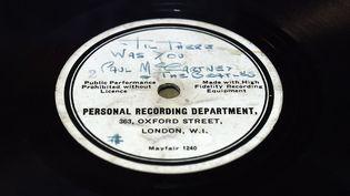 Ce 78 tours unique avait été pressé au magasin HMV d'Oxford Street  (PAUL ELLIS / AFP)