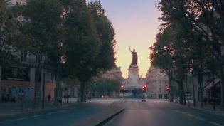 """Le film """"Paris est à nous"""" est sorti sur Netflix. Le coproducteur Olivier Capelli et la comédienne Noémie Schmidt sont sur le plateau du Soir 3 pour en parler. (CAPTURE D'ÉCRAN FRANCE 3)"""