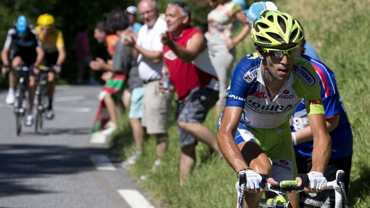 Vincenzo Nibali (Liquigas) attaque dans le col de Peyresourde (JOEL SAGET / AFP)