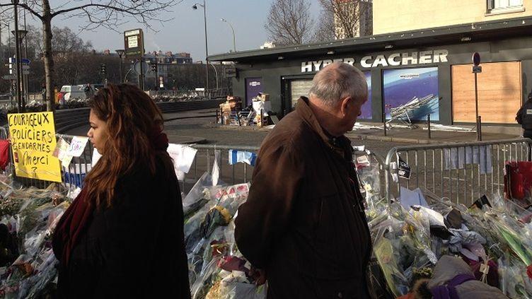 (Devant l'Hyper Cacher, porte de Vincennes à Paris, le 23 janvier 2015 © RADIO FRANCE - Nathalie Bourrus)