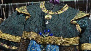 Un costume mis en vente le 3 juillet prochain par l'Opéra d'Avignon. (France 3 Provence-Alpes)