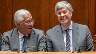 Lisbonne. 10 janvier 2020. Le Premier ministre Antonio Costa, à gauche, et le ministre des Finances, Mario Centeno, à droite, au deuxième jour du débat sur le budget de l'Etat. (CORBIS VIA GETTY IMAGES)